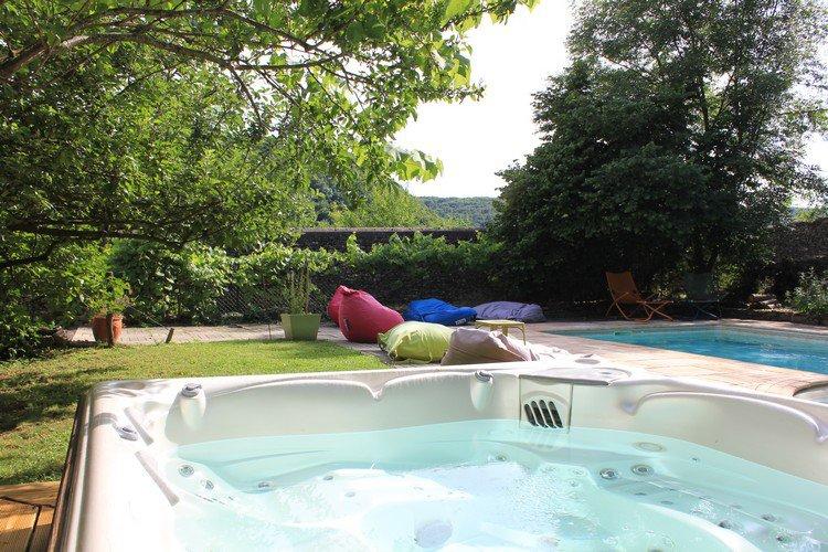 piscine naturelle couverte beautiful camping le moulin de. Black Bedroom Furniture Sets. Home Design Ideas
