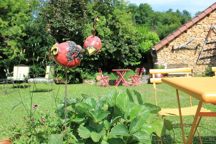Maison d\'hôtes écologique avec joli jardin nature clos de murs de ...